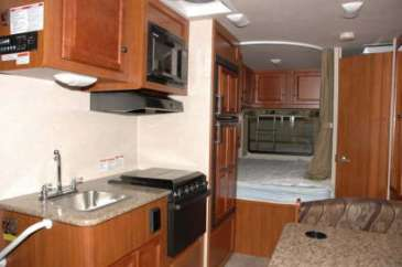 C22-25-vue-arriere-motorhome-canada-location-