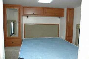 C28-30-chambre-location-motorhome-canada