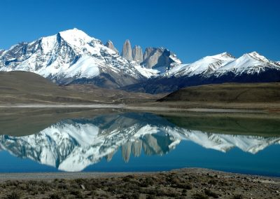 argentine-landscape-wilderness-mountain-snow-lake-mountain-range